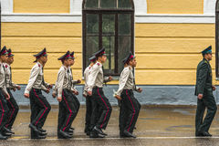 KYIV, de OEKRAÏNE, 26 Mei, 2017; Een ceremonie ter ere van het eind van het schooljaar in militaire lyceum van Ivan Bohun Stock Afbeelding