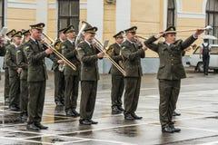 KYIV, de OEKRAÏNE, 26 Mei, 2017; Een ceremonie ter ere van het eind van het schooljaar in militaire lyceum van Ivan Bohun Stock Afbeeldingen