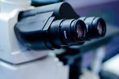 Kyiv, de Oekraïne - November 22, 2018: De metallurgische microscoop van de Nikonverduistering MA200 royalty-vrije stock afbeelding
