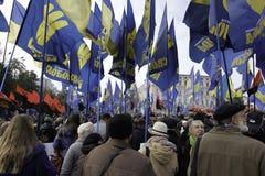 Kyiv, de Oekraïne - 14 Oktober 2015: Activisten en verdedigers van Oekraïense nationalistische partijen Stock Foto's