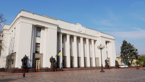 KYIV, de OEKRAÏNE - Oktober 28, 2018 Oekraïens Parlementsgebouw stock footage