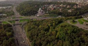 Kyiv, il capitale dell'Ucraina Kyiv Monumento della patria, il monumento sovietico di era, situato sulla banca del fiume di Dniep archivi video