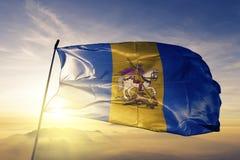 Kyiv Kijowski Ukraina flaga tkaniny tekstylny sukienny falowanie na odgórnej wschód słońca mgły mgle Oblast zdjęcia royalty free