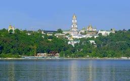 Kyiv Pechers'k Lavra sotto il fiume Dnipro Fotografia Stock Libera da Diritti