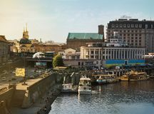 Kyiv stad, Kiev, Ukraina, sikt till flodstationen, Dnipro flod arkivbilder