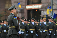 KYIV, UCRÂNIA - 24 DE AGOSTO DE 2016: Parada militar em Kyiv, dedicado ao Dia da Independência de Ucrânia Ucrânia comemora 25o Imagem de Stock Royalty Free