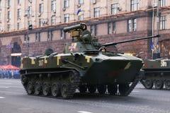 KYIV, UCRÂNIA - 24 DE AGOSTO DE 2016: Parada militar em Kyiv, dedicado ao Dia da Independência de Ucrânia Ucrânia comemora 25o Imagens de Stock