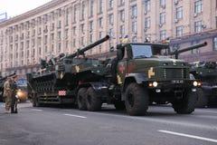 KYIV, UCRÂNIA - 24 DE AGOSTO DE 2016: Parada militar em Kyiv, dedicado ao Dia da Independência de Ucrânia Ucrânia comemora 25o Fotos de Stock Royalty Free