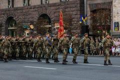 KYIV, UCRÂNIA - 24 DE AGOSTO DE 2016: Parada militar em Kyiv, dedicado ao Dia da Independência de Ucrânia Ucrânia comemora 25o Imagem de Stock