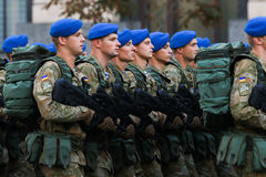 KYIV, UCRÂNIA - 24 DE AGOSTO DE 2016: Parada militar em Kyiv, dedicado ao Dia da Independência de Ucrânia Ucrânia comemora 25o Foto de Stock