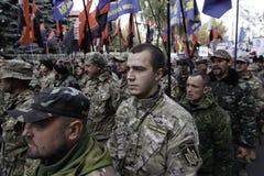 Kyiv, Ucrânia - 14 de outubro de 2015: Ativistas e suportes de partidos nacionalistas ucranianos Fotografia de Stock Royalty Free