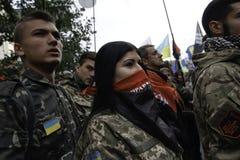 Kyiv, Ucrânia - 14 de outubro de 2015: Ativistas e suportes de partidos nacionalistas ucranianos Imagens de Stock