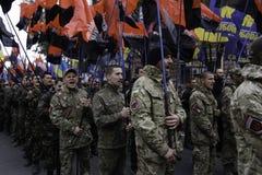 Kyiv, Ucrânia - 14 de outubro de 2015: Ativistas e suportes de partidos nacionalistas ucranianos Fotografia de Stock