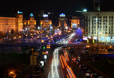 KYIV, UCRÂNIA - NOVEMBRO 10: Panorama da noite do MAI Imagens de Stock