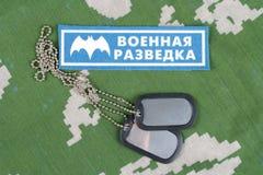 KYIV, UCRÂNIA - 19 de agosto de 2015 Crachá principal do uniforme de Rússia da direção da inteligência de GRU foto de stock