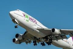 KYIV, UCRÂNIA - 27 DE MAIO DE 2018: Foto de um plano de ar Boeing de Wamos 747-400, que seja linha aérea da carta patente Este av Imagens de Stock Royalty Free