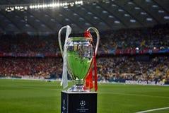 KYIV, UCRÂNIA - 26 DE MAIO DE 2018: Vista geral do troféu da liga dos campeões antes do final da liga de campeões de UEFA do fósf Fotografia de Stock