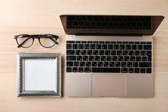 KYIV, UCRÂNIA - 24 DE OUTUBRO DE 2017: Ouro de Apple MacBook Imagem de Stock Royalty Free