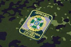 KYIV, UCRÂNIA - julho, 16, 2015 Crachá do uniforme da guarda fronteiriça de Ucrânia Foto de Stock Royalty Free