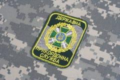 KYIV, UCRÂNIA - julho, 16, 2015 Crachá do uniforme da guarda fronteiriça de Ucrânia Imagens de Stock