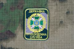 KYIV, UCRÂNIA - julho, 16, 2015 Crachá do uniforme da guarda fronteiriça de Ucrânia Imagem de Stock