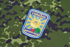 KYIV, UCRÂNIA - julho, 16, 2015 Crachá do uniforme do exército de Ucrânia Imagens de Stock Royalty Free