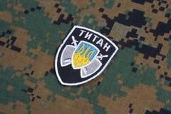 KYIV, UCRÂNIA - julho, 16, 2015 Ministério do crachá do uniforme do titã de Ucrânia dos assuntos internos Imagem de Stock Royalty Free