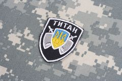 KYIV, UCRÂNIA - julho, 16, 2015 Ministério do crachá do uniforme do titã de Ucrânia dos assuntos internos Imagens de Stock