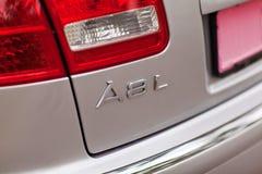 KYIV, UCRAINA - 7 agosto 2017: Logo dell'automobile di Audi A8 sul coperchio del tronco fotografia stock libera da diritti