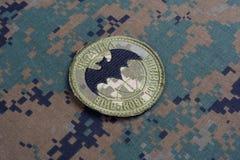 KYIV, UCRAINA - 16 luglio, 2015 Distintivo dell'uniforme di servizio segreto militare del ` s dell'Ucraina fotografie stock libere da diritti