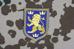 KYIV, UCRAINA - 16 luglio, 2015 Distintivo dell'uniforme dell'esercito dell'Ucraina Fotografie Stock
