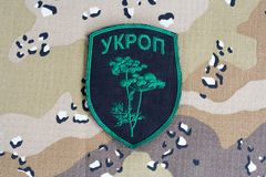 KYIV, UCRAINA - 08 luglio, 2015 Distintivo uniforme ufficioso dell'esercito dell'Ucraina Fotografie Stock Libere da Diritti