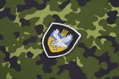 KYIV, UCRAINA - 16 luglio, 2015 Ministero del distintivo dell'uniforme del titano dell'Ucraina di affari interni Immagine Stock