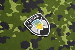 KYIV, UCRAINA - 16 luglio, 2015 Ministero del distintivo dell'uniforme del titano dell'Ucraina di affari interni Immagini Stock
