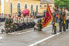 KYIV, UCRAINA - 26 maggio 2017: Cerimonia in occasione dell'estremità dell'anno accademico nel liceo militare di Kiev di Ivan Boh Immagine Stock Libera da Diritti