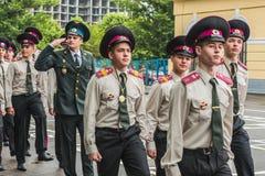 KYIV, UCRAINA - 26 maggio 2017: Cerimonia in occasione dell'estremità dell'anno accademico nel liceo militare di Kiev di Ivan Boh Immagini Stock