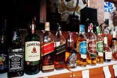 KYIV, UCRAINA - 25 MARZO 2016: Vario bott delle bevande alcoliche Immagini Stock