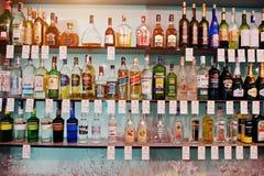 KYIV, UCRAINA - 25 MARZO 2016: Vario bott delle bevande alcoliche Fotografia Stock