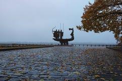 KYIV, UCRAINA: 11 novembre 2017 - il simbolo della città Kyiv Monumento famoso ai fondatori leggendari di Kyiv: Kiy, Schek, Khory Immagine Stock Libera da Diritti