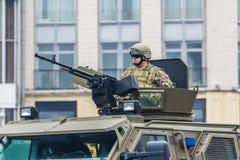KYIV, UCRANIA - 24 DE AGOSTO DE 2016: Desfile militar adentro, dedicado al Día de la Independencia de Fotos de archivo libres de regalías