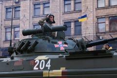 KYIV, UCRANIA - 24 DE AGOSTO DE 2016: Desfile militar en Kyiv, dedicado al Día de la Independencia de Ucrania Ucrania celebra 25t Imagen de archivo