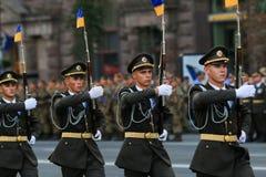 KYIV, UCRANIA - 24 DE AGOSTO DE 2016: Desfile militar en Kyiv, dedicado al Día de la Independencia de Ucrania Ucrania celebra 25t Fotografía de archivo