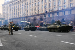 KYIV, UCRANIA - 24 DE AGOSTO DE 2016: Desfile militar en Kyiv, dedicado al Día de la Independencia de Ucrania Ucrania celebra 25t Imagen de archivo libre de regalías