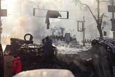 KYIV, UCRANIA – 26 DE ENERO DE 2014. Barricadas adentro  Imagen de archivo libre de regalías