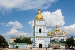 KYIV, UCRANIA - 3 DE JULIO DE 2015: Monasterio abovedado de oro del ` s de San Miguel Fotos de archivo