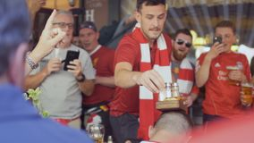 Kyiv, Ucrania - 26 de mayo de 2018: Fans de Liverpool - liga de los campeones almacen de metraje de vídeo