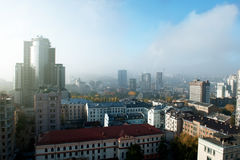 KYIV, UCRANIA - 20 de octubre: Arquitectura del centro de ciudad de Kiev por la mañana en la vigésima del año de octubre de 2012  Foto de archivo libre de regalías