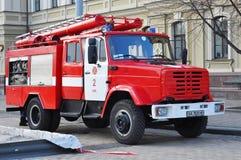 KYIV, UCRANIA - DICIEMBRE, 5, 2015: Firetruck colorido rojo Imágenes de archivo libres de regalías