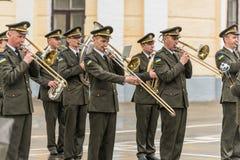 KYIV, UCRANIA, el 26 de mayo de 2017; Banda militar en el día de fiesta de la graduación del liceo militar de Ivan Bohun foto de archivo libre de regalías
