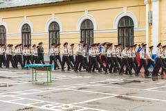 KYIV, UCRANIA, el 26 de mayo de 2017; Una ceremonia en honor del final del año escolar en el liceo militar de Ivan Bohun Imagenes de archivo